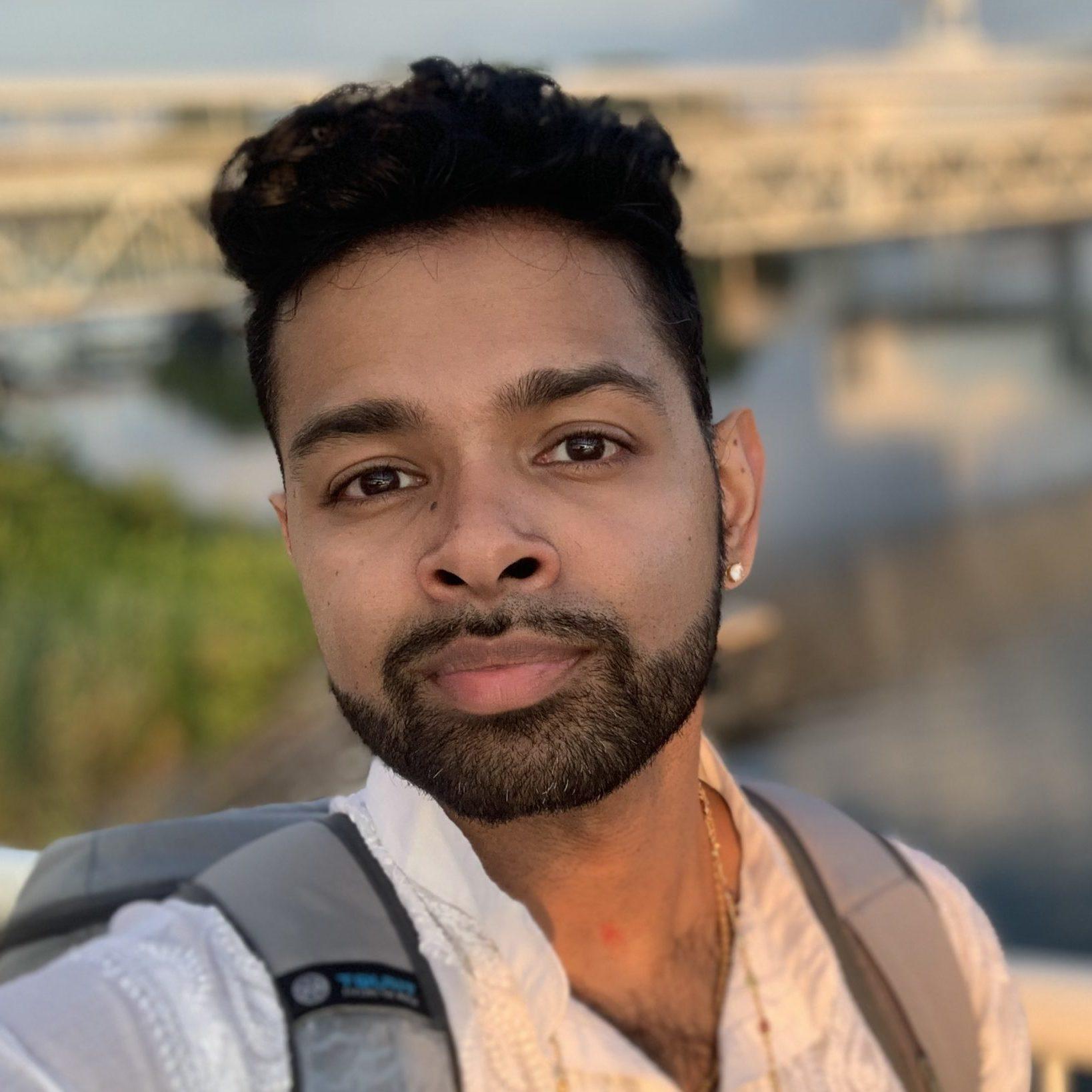 vijay saravanamuthu headshot